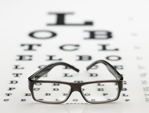 על הסרת משקפיים בלייזר כבר חשבתם?