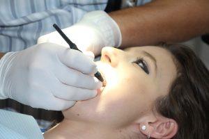 רופא שיניים במרכז