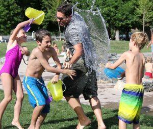 שחייה בגיל צעיר- יתרונות וחסרונות