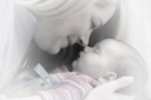 מה צבע ומרקם הקקי אומר על בריאות התינוק שלך