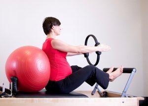 איך יוגה יכולה לסייע ללידה קלה יותר