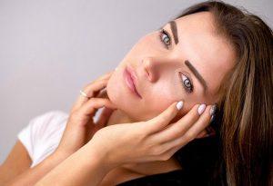 טיפול פנים טבעי – מדוע משתלם לעבור טיפול כזה