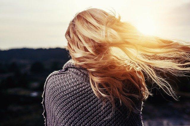 5 טיפים לשמירה על שיער מבריק ובריא