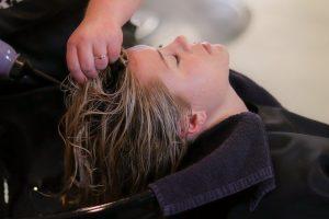 למה מומלץ להשתמש במרכך ללא מלחים?מהם היתרונות של מרכך ללא מלחים לשיער ?