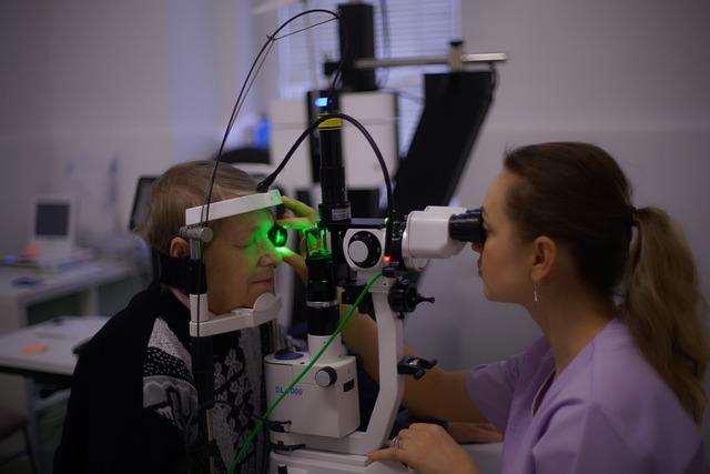 הסרת משקפיים באמצעות ניתוח קטרקט