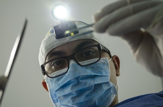 מתי מומלץ לבצע השתלת שיניים?